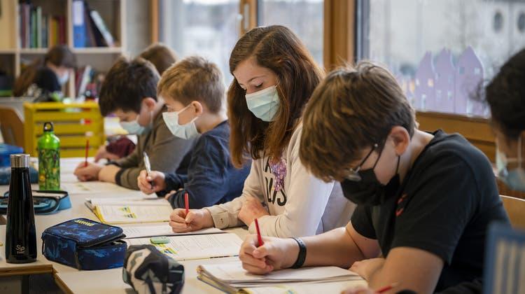 Im Aargau müssen Kinder ab der fünften Primarschulklasse Maske tragen. (Keystone)