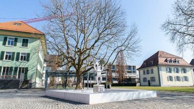 Der Gäuggelbrunnen vor dem Schwesternhaus (links) wird durch ein Wasserspiel ersetzt. (Bild: PD)