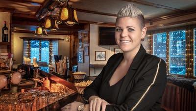 Nathalie Hoffmann, Präsidentin von Gastro Nidwalden, in der Bar ihres Seehotels Baumgarten in Kehrsiten. (Bild: PD (14. Dezember 2018))