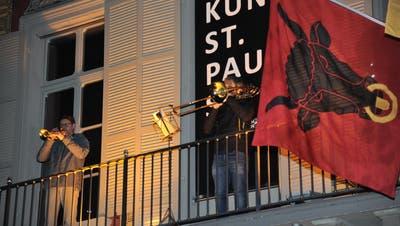 «Kunstpause» heisst es an einem Fenster des Theaters Uri in Altdorf. (Bild: Urs Hanhart (Altdorf, 15. März 2021))