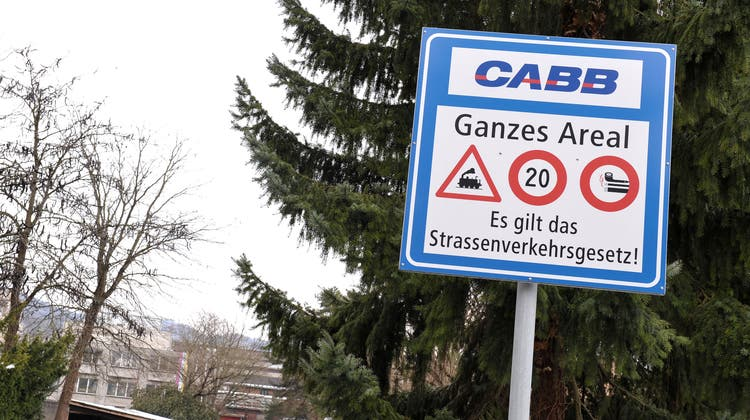 Schwefliger Gestank war auch in der Umgebung wahrnehmbar: Bei CABBin Pratteln-Schweizerhalle trat Oleum aus. (Bild:Nicole Nars-Zimmer)