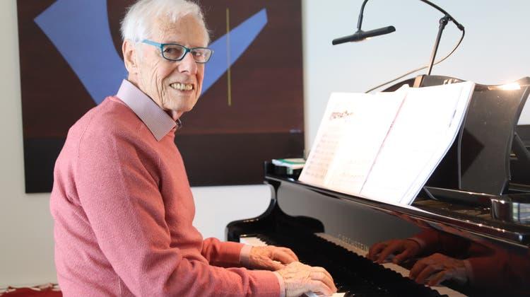 Das Präludium von Bach: Für Hugo Wernli geht mit dem Stück ein Wunsch in Erfüllung. (Lydia Lippuner / Limmattaler Zeitung)