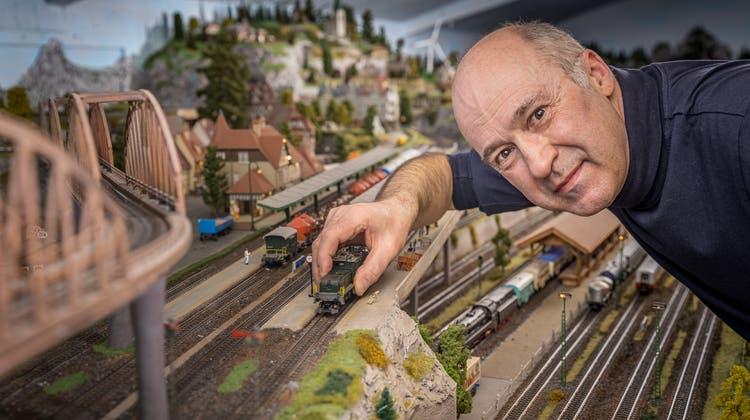 Seit 1997 arbeitet Martin Müller aus Dietikon an seiner Modelleisenbahn. (Chris Iseli)