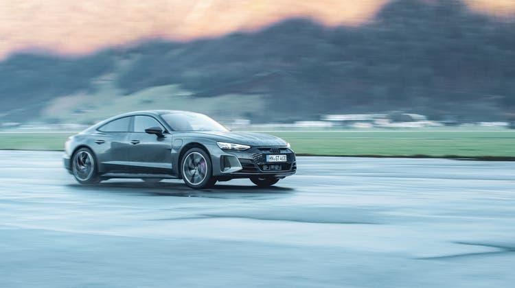 Der Audi RS e-tron Quattro setzt seinen Fokus auf Design und Dynamik. (Bild: zVg)