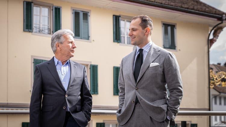Der 74-jährige Rolf Kasper (links) hat die Kasper Group aus eigener Kraft aufgebaut. Rechts sein Neffe und Nachfolger Manuel Fischer. (Chris Iseli)