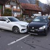 Mit fingierten Unfällen ist jetzt erst einmal Schluss: Die «Autobumserbande» steht vor Gericht. (Symbolbild: bz Archiv)