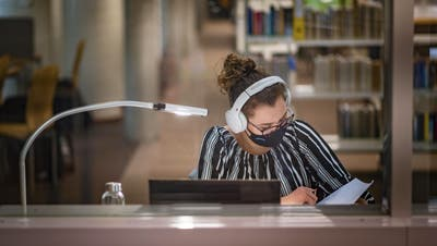 35 Prozent der HSG-Studierenden sind Frauen.Der durchschnittliche Frauenanteil an Schweizer Hochschulen liegt bei 52 Prozent. (Bild: Michel Canonica)