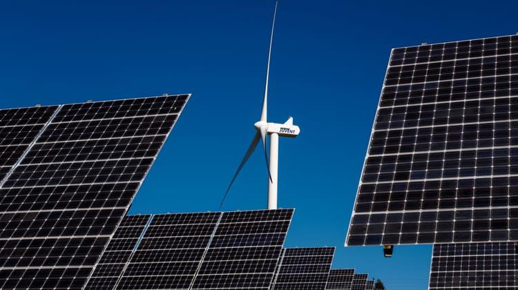 Es braucht Effizienz, Photovoltaik und Windstrom, sagtder Kanton. (Valentin Flauraud/Key)