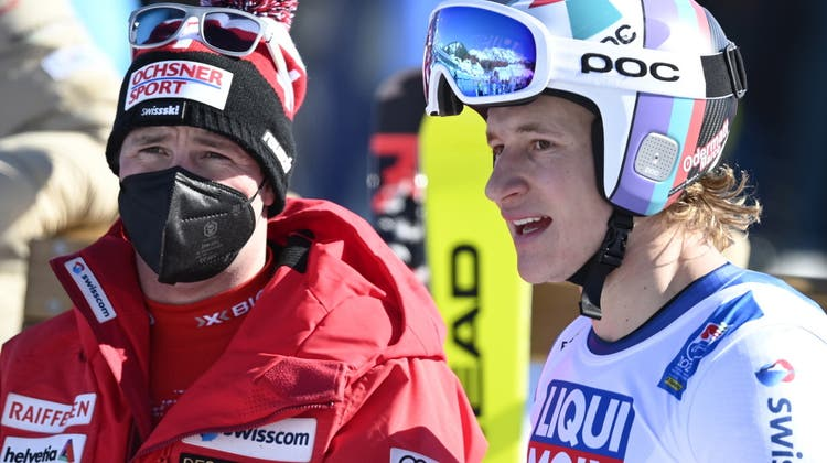 Beat Feuz (links) gewann gestern durch die Absage definitiv den Abfahrtsweltcup, Teamkollege Marco Odermatt (rechts) verlor vielleicht den Kampf um den Gesamtweltcup. (Keystone)