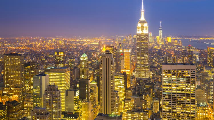 Die Lichter der Grossstadt lassen New York City in goldenem Licht erscheinen. Düsterer sind jedoch die Aussichten der Airlines - trotz Dumpingpreisen. (Bild: Fotalia)