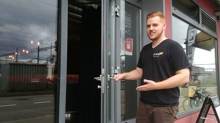 Andreas Gyr will dem Dampfschiff neu mit der eigenen Bar wieder Leben einhauchen.  Das Essensangebot von N'Joy Thai Kitchen bleibt. (Bild: Claudia Meier)