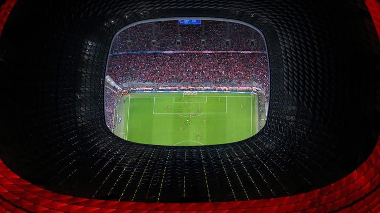 Die Uefa droht München (im Bild die Allianz Arena) die EM-Austragung zu entziehen, falls die Stadt keine Zuschauer erlauben kann. (Archivbild) (Christof Stache / AP)