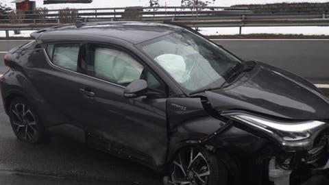 Das Unfallauto kollidierte mit der Tunnelwand. (Bild: Urner Polizei)