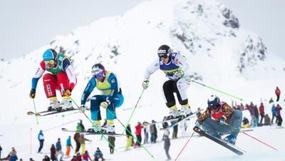 An der Spitze: Der Olympiazweite Marc Bischofberger (links) an einem Weltcuprennen in Arosa. (Bild: Gian Ehrenzeller / KEYSTONE)