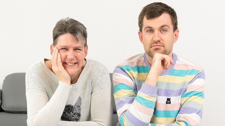 Andrea und Jan Gross sind Mutter und Sohn und wollen mit ihrem neuen Podcast «MueterSöhnli» den Dialog in den Familien fördern. (zvg)