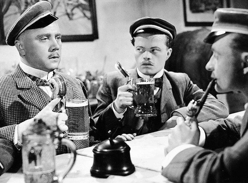 Werner Peters (links) als opportunistischer Diederich Hessling in der Verfilmung von «Der Untertan» aus dem Jahr 1950.