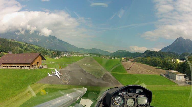 Der Obwaldner Segelflieger Guido Müller fotografierte den Heimflugplatz Kägiswil der SG Obwalden aus der Luft. (Bild Guido Müller (Sarnen, 28. Juni 2017))