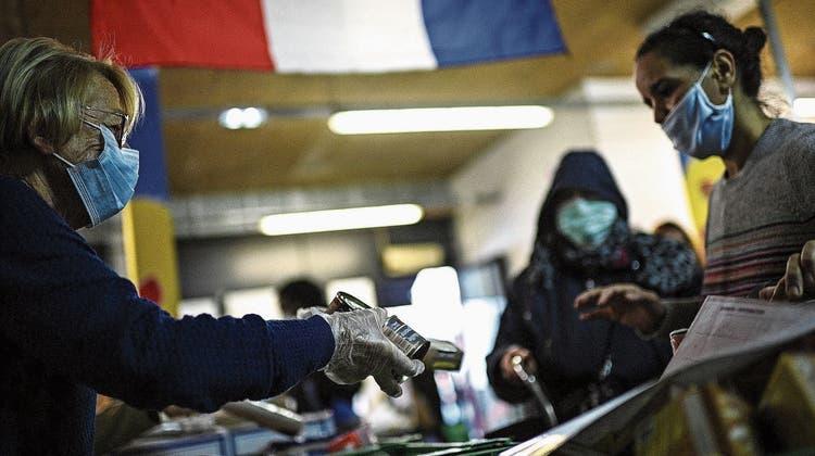 «Ein solches Elend habe ich in Paris noch nie erlebt»: Franzosen starten hungrig in Lockdown