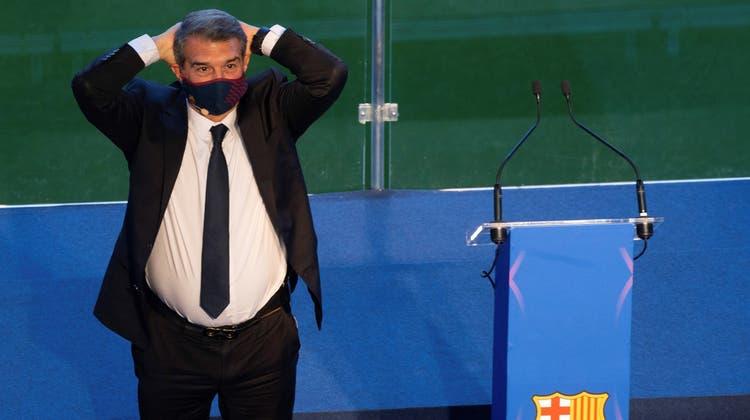Joan Laporta machte aus seiner Zuneigung für die fussballerischen Qualitäten Messis keinen Hehl. (Enric Fontcuberta / EPA)