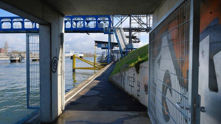 Schon bisher war der Weg geschlossen, wenn ein Schiff mit Methanol anlag. Doch die Tore konnten umgangen werden –was viele auch taten. (Kenneth Nars / BLZ)