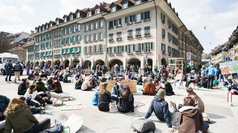 Mit Sitzstreiks für den Umbau von Wirtschaft und Gesellschaft: Demonstration in Bern. (Symbolbild) (Klimastreik Schweiz)