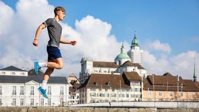 Der 15-jährige Gian Gunzinger läuft von Solothurn nach Zermatt. Es ist sein Schulabschlussprojekt. (Tom Ulrich)