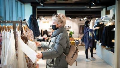 Läden sollen im Kanton St.Gallen an Samstagabenden eine Stunde länger offen bleiben. Anstatt bis 17Uhr, neu bis 18 Uhr. (Bild: Ralph Ribi)