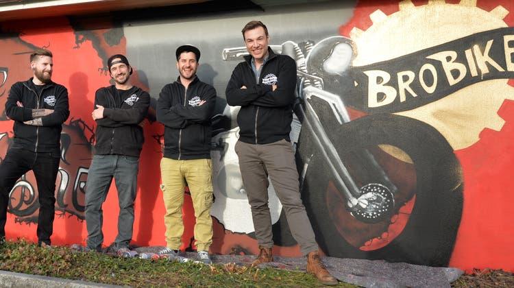 Garage BroBike in Boningen; Patrick Schenker, Alain Schmid, Manuel Zuppiger und Michael Büttiker (Hans Peter Schläfli)