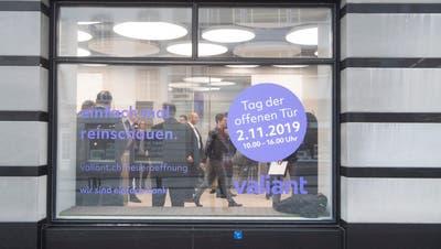Die Valiant Bank – hier die Eröffnung der Filiale in St.Gallen– wird im Sommer nach Wohlen ziehen. (Ralph Ribi)