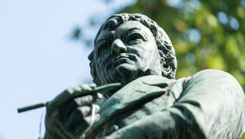 Die Statue von Heinrich Zschokke imKasinopark Aarau. (Mario Heller)