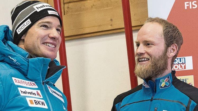 Der Norweger Martin Johnsrud Sundby (rechts) und der Schweizer Dario Cologna standen insgesamt zehnmal gemeinsam auf einem Weltcup-Podest. (Bild: Peter Schneider/Keystone (Tschierv, 30. Dezember 2016))