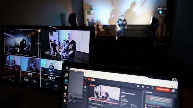 Pät im Livestrem im Kino Onik in Oensingen (zvg)