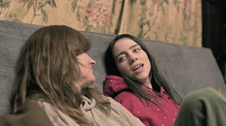 Schlabberlook im vollgestellten Elternhaus: So authentisch wirkt Billie Eilish in diesem Dok