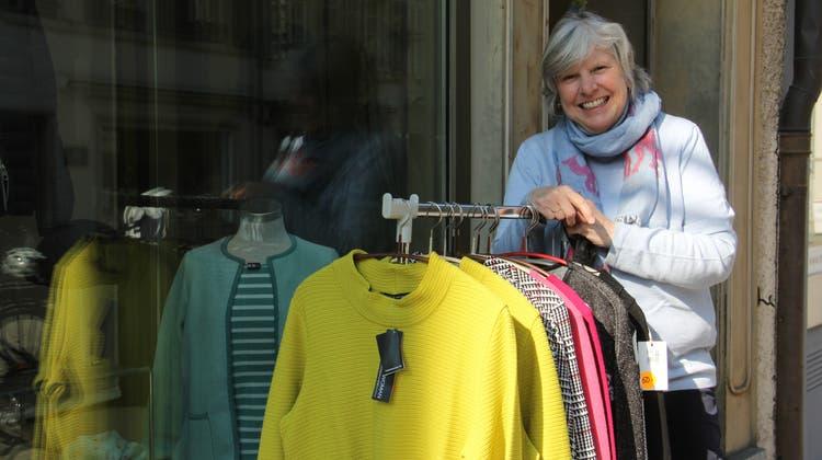 Luzia Vogel vom gleichnamigen Mode- und Pelzgeschäft weiss, dass viele Kunden in der Krise die sozialen Kontakte vermissen. (Bild: Claudia Meier)