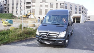 Die erste Fahrt mit dem Schulbus der Gemeinde Biberist für die Kinder aus dem Schöngrün im letzten August. (Urs Byland)