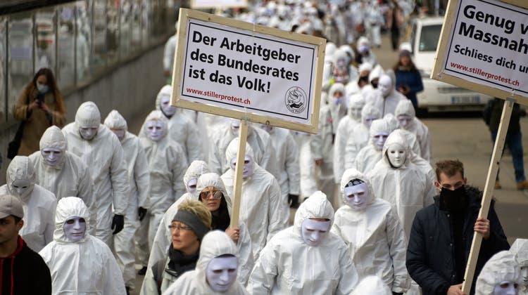 «Wir werden immer mehr»: So lief die bislang grösste Coronademo der Schweiz ab – Sicherheitsdirektion will Veranstalter büssen