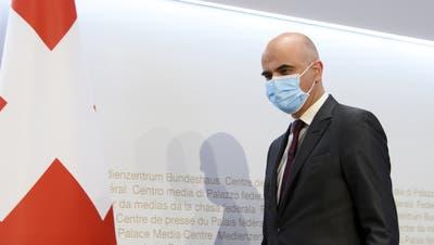 Bundesrat Alain Berset an der gestrigen Medienkonferenzin Bern. (Anthony Anex / KEYSTONE)