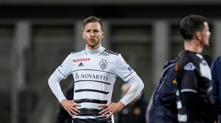 Silvan Widmer ist nach Schlusspfiff enttäuscht. Wieder hat der FCB verloren. (Claudio Thoma / freshfocus)