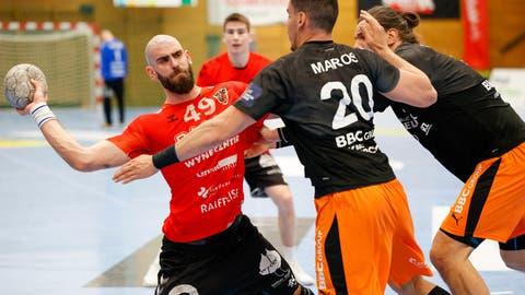 Der HSC Suhr Aarau und die Kadetten Schaffhausen trennen sich 27:27 Unentschieden