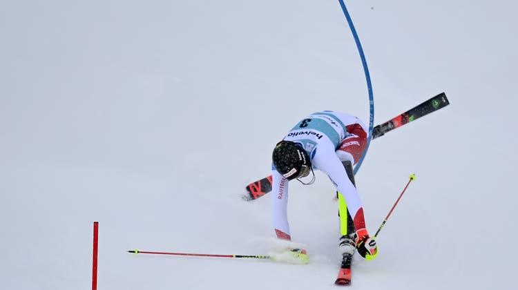 Bitter! Ramon Zenhäusern fädelt im 2. Slalom-Lauf in Lenzerheide ein und scheidet aus. (Keystone)