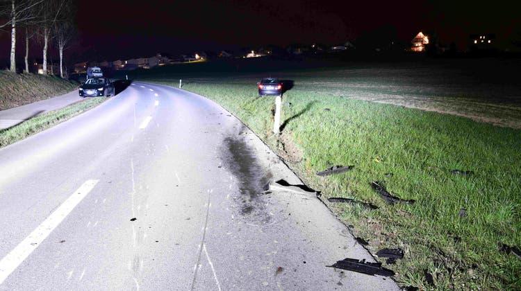 Motorradfahrer kollidiert nach Überholmanöverund verletzt sich tödlich