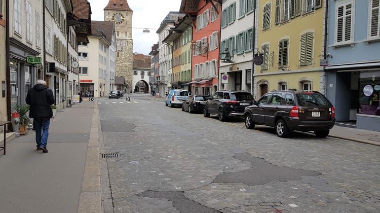 So sieht die Vordere Vorstadt heute aus. Sie verbindet den Oberturm mit dem Aargauerplatz respektive die Altstadt mit dem Regierungsgebäude. (Nadja Rohner)