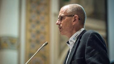 Gemeindepräsident Martin Haas an der Gemeindeversammlung im letzten November, als ihm die Stimmbürger den Lohn kürzten. (Bild: Reto Martin)