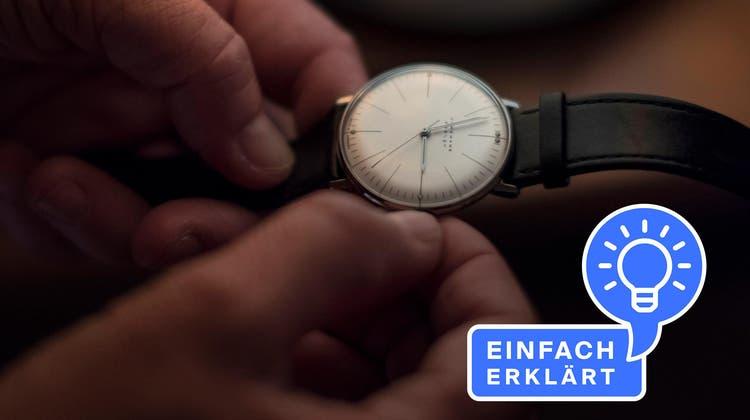 Um 3 Uhr wird's ganz plötzlich 2 Uhr: Schon bald stellen wir die Uhren wieder um. (Bild: Christian Beutler/Keystone)
