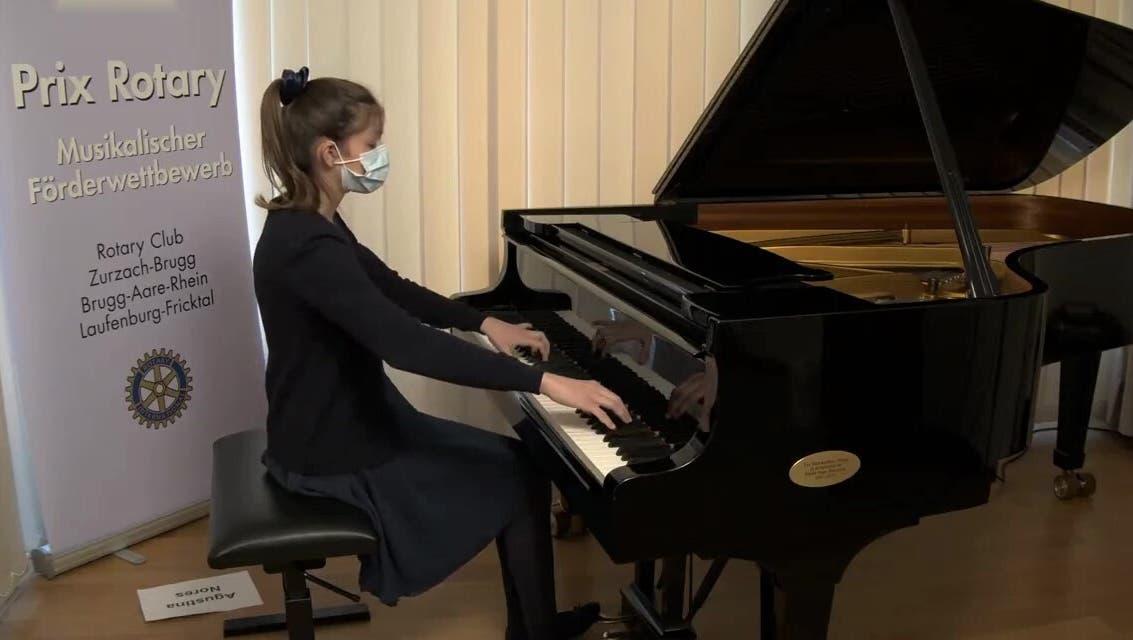 Statt vor Publikum nimmt Agustina Nores aus einem Raum in der Musikschule Brugg am Musikwettbewerb Prix Rotary teil. (Bild: zvg)