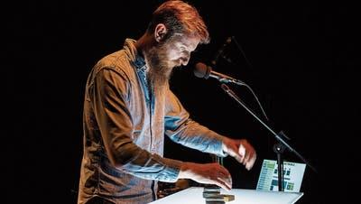 Sound-Spezialist Roland Bucher bringt die eingeladenen Bands wenigstens digital in einer «Klangreise» zusammen.