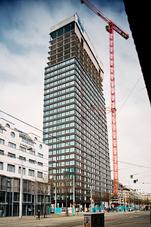 Knappe zwei Wochen dauert es, bis die Fassade eines Stockwerks fertiggestellt wird.