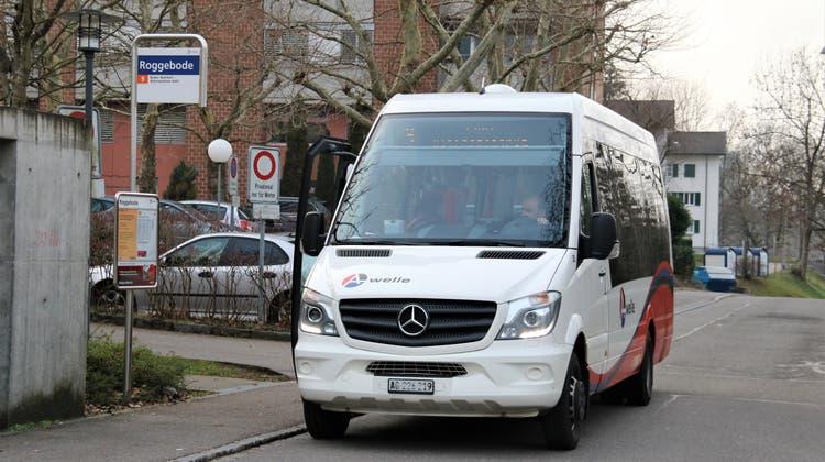 Ein Kleinbus der Linie 9 am Roggebode. Es ist eine der Haltestellen, die künftig nicht mehr befahren werden sollen. (Archivbild: Leo Eiholzer)