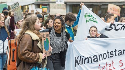 Jugendliche gehen für ihre Anliegen auf die Strasse und wollen in der Politik mitbestimmen. Das bleibt ihnen verwehrt. (Bild: Claudio Thoma)