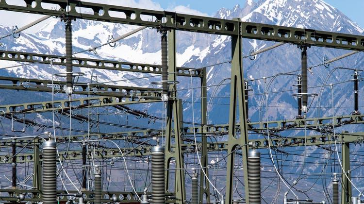 Die Tarife für das Übertragungsnetz steigen nach mehreren Jahren erstmals wieder an. (Symbolbild) (Keystone)